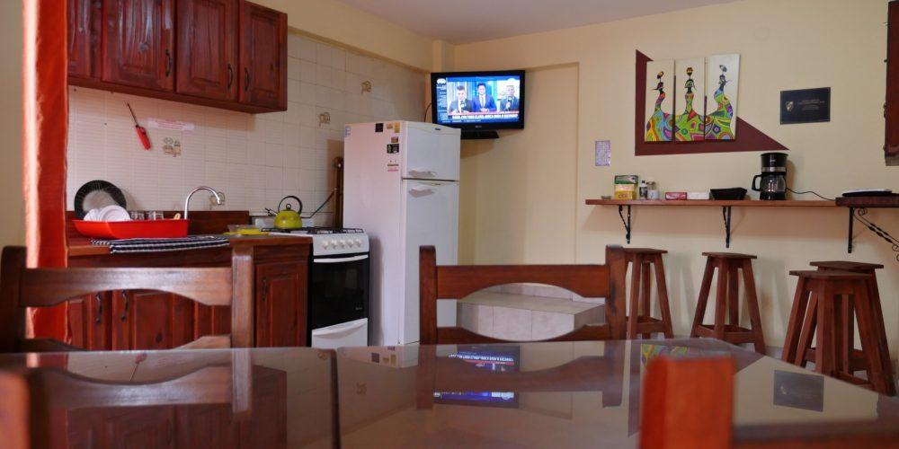 Resguardo de comidas y/o bebidas con refrigeración disponible las 24 horas.